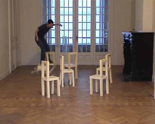 25_kunstvanhetvervelen_chairjumping-(1)