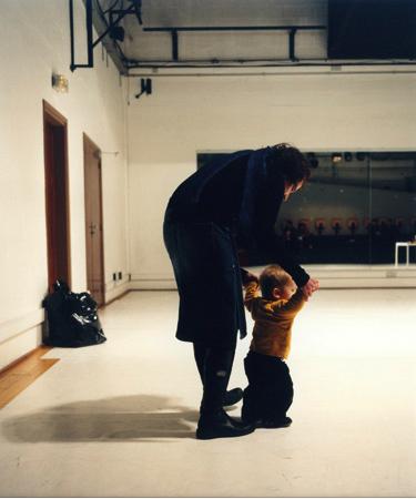 roman ondak-Teaching to walk, 2002