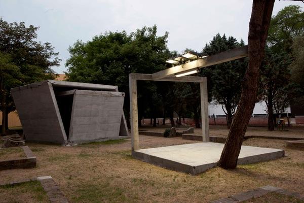 Tuazon_54th-La-Biennale-di-Venezia_2011_02