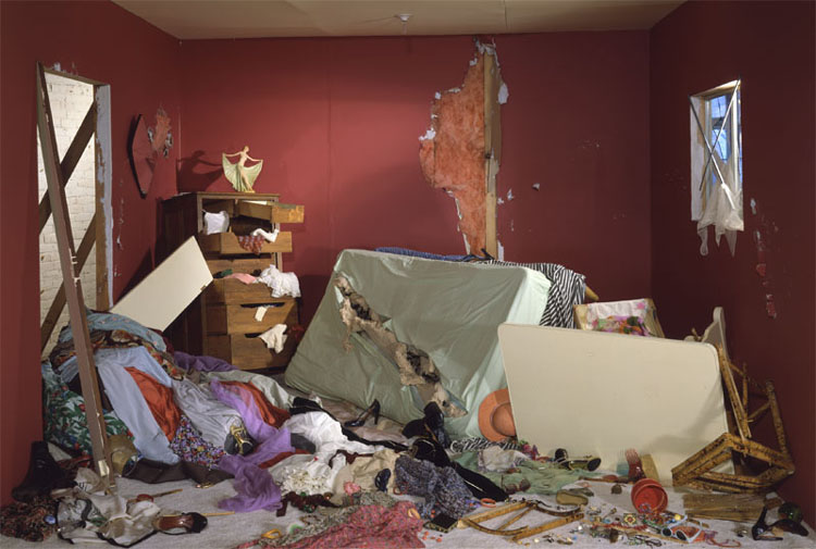 jeff_wall_destroyed_room