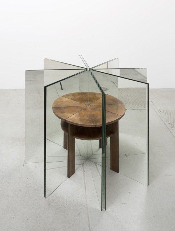 alicja kwade a table
