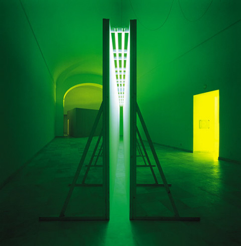 bruce_nauman_green_light_corridor