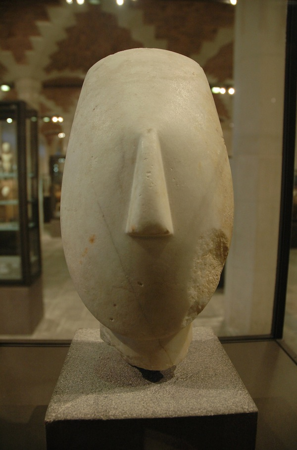 Cycladic statue 2700–2300 BC. Head from the figure of a woman
