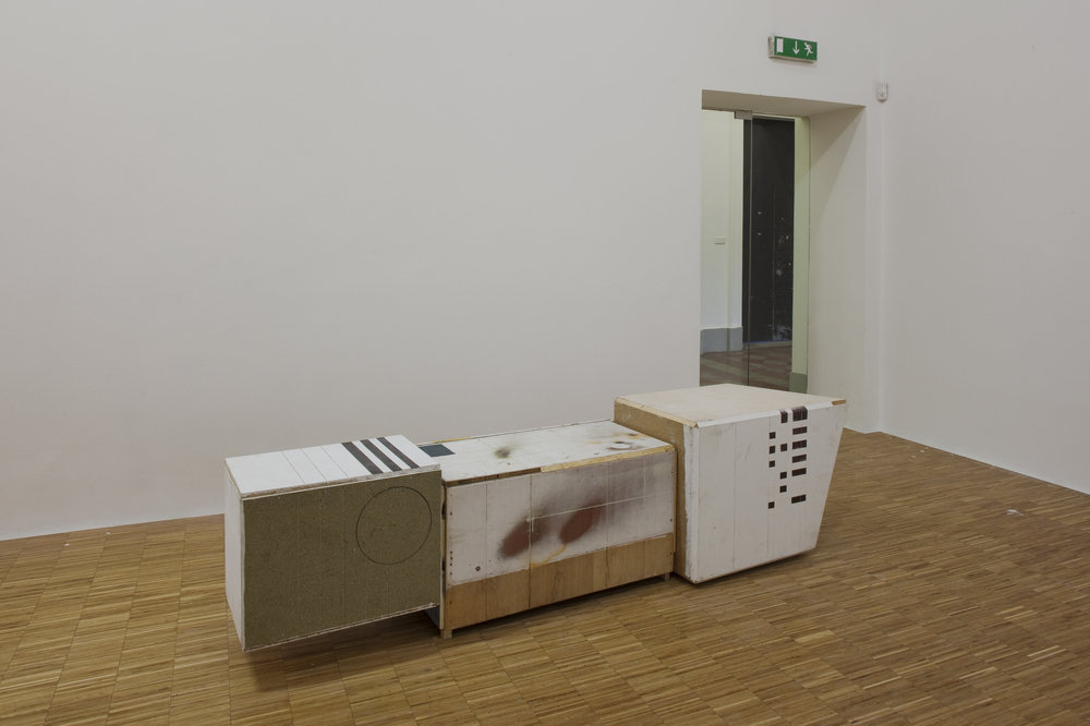 Manfred-Pernice-Tutti-installation-view-2010-1