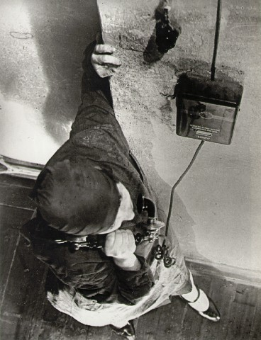 aleksandr rodchenko woman at the telephone-1928